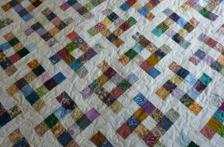 Sheila Wilkinson: Flying Square – A Block for a Scrap Quilt
